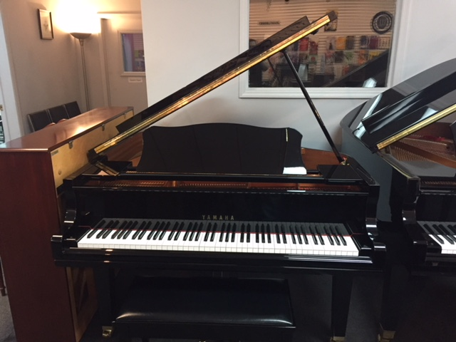 Yamaha GC1  Used Acoustic  Pianos - image
